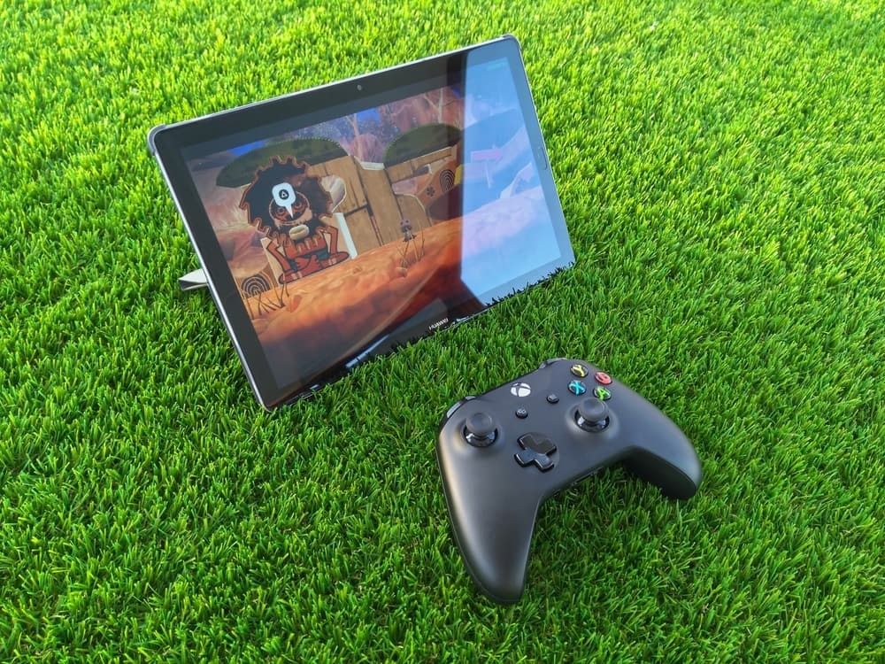 Xbox controller with a gaming laptop